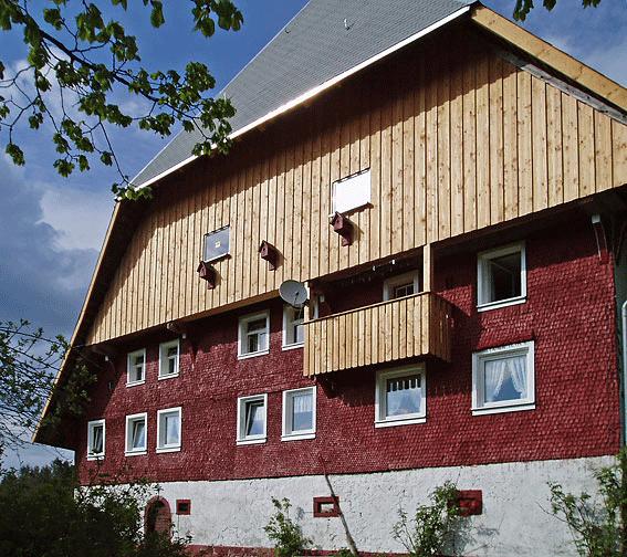 Holzfassade Douglasiedeckelschalung unbehandelt aus Bretter
