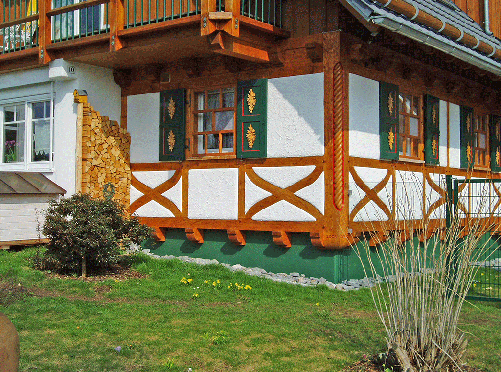 Holzfassade vorgesetztes Fachwerk