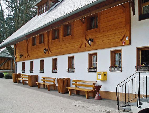 Holzfassade Holzbohlenwand